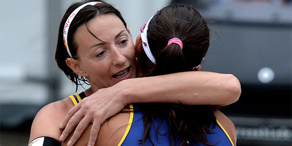 """Cicolari abbraccia la """"ritrovata"""" Marta Menegatti (foto fivb.org)"""