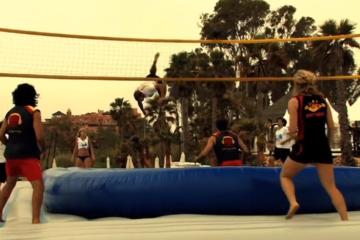 Video: Bossaball: ossia beach volley, foot volley e ginnastica artistica assieme…