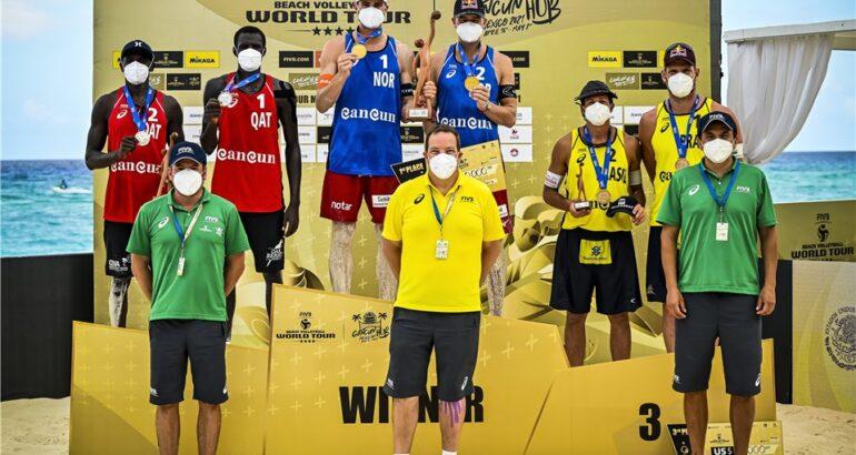 Nella foto il podio maschile del secondo evento di Cancun 2021 (credit fivb.org)